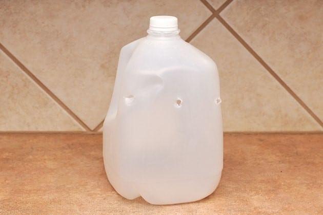 Bẫy ruồi bằng bình sữa - B1