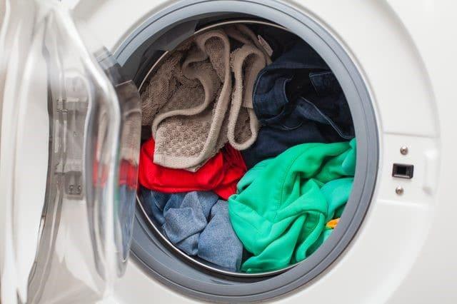 Dùng giấm giúp quần áo giữ màu