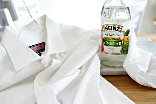 Dùng giấm giặt quần áo