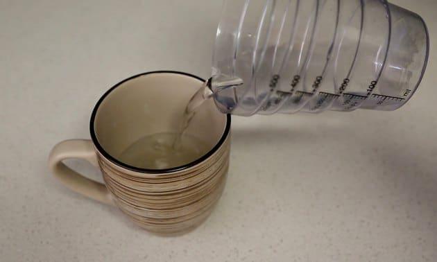 Đổ nước ngập phần ố
