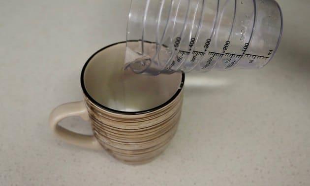 Cho một ích nước tạo hỗn hợp sệt