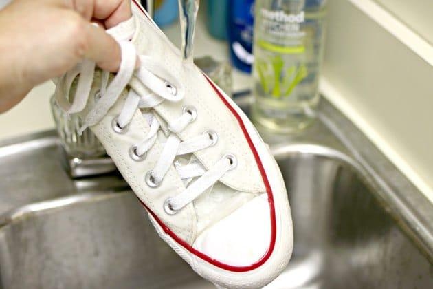 Rửa sạch hỗn hợp trên dày