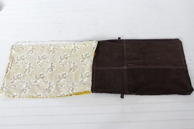 Kéo lớp vải lót ra khỏi túi