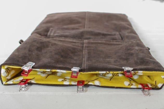 Đẩy lớp vải lót vào bên trong