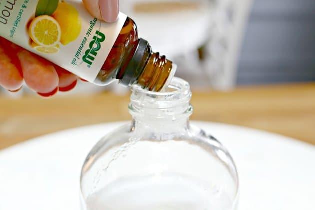 Hỗn hợp nước cất, nước chanh, baking soda